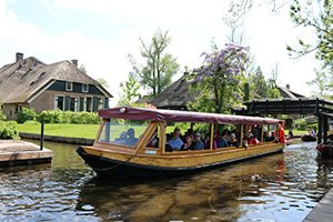 Giethoorn and reclaimed land tours private boat tour