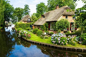Giethoorn farm houses along canal