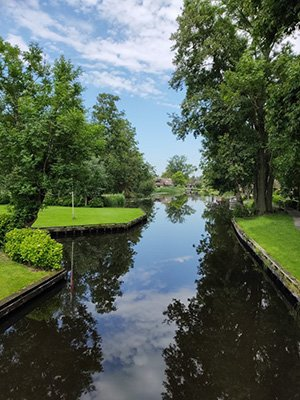 Giethoorn canals early morning